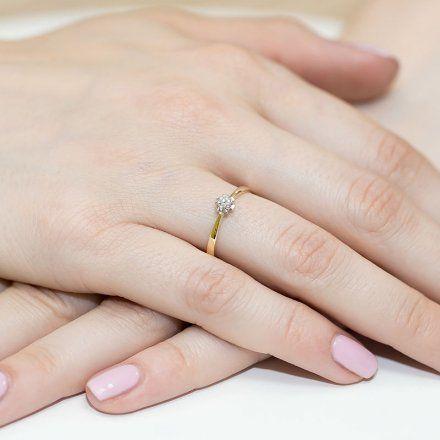 Biżuteria SAXO 14K Pierścionek z brylantem 0,10ct W-53 Białe Złoto