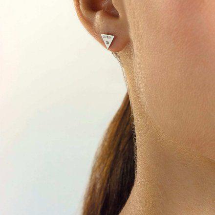 Biżuteria Guess kolczyki srebrne trójkąty UBE79036