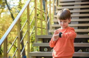 Prezent na dzień dziecka w 2021. Czy smartwatch to dobry pomysł?