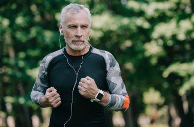Prezent na dzień ojca w 2021 - zegarek elegancki czy może sportowy?