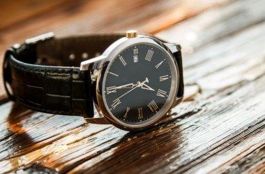 Jaki klasyczny zegarek wybrać? Szwajcarski czy japoński?