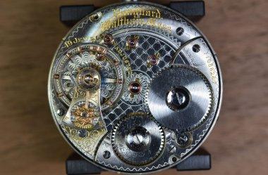Różnice pomiędzy zegarkiem automatycznym a mechanicznym