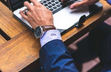8 propozycji modnych zegarków męskich poniżej 500 zł