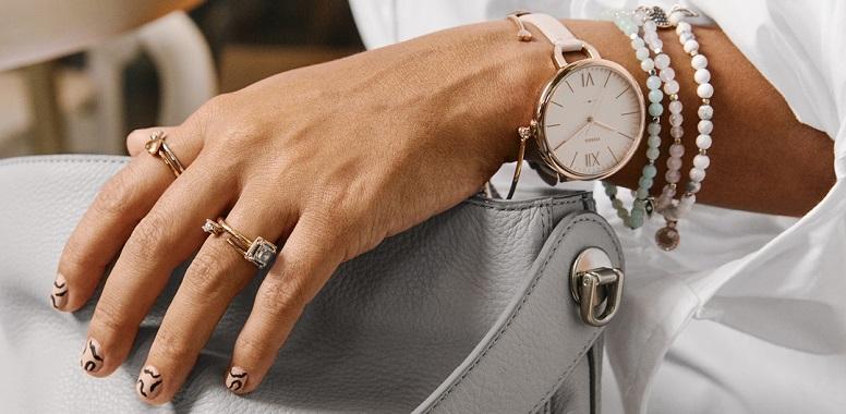 8542f1bc0d233 Biżuteria Emporio Armani dedykowania jest dla zdecydowanych kobiet